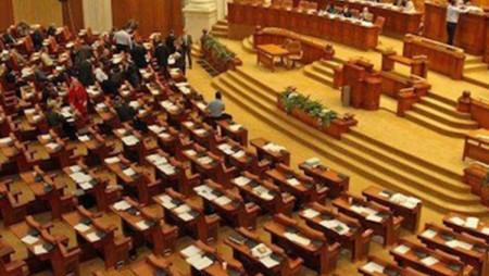 Trei parlamentari băcăuani își propun să combată sărăcia printr-o Zi națională a comunităților defavorizate