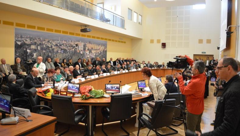 Ședința ordinară a Consiliului Local Bacău de joi, 28 aprilie: 4 personalități ale Bacăului sportiv de altădată, elogiate în ședință. Restul proiectelor de pe ordinea de zi – tratate sumar de forul executiv