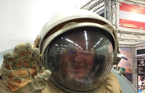 """Valerian Vreme, unul dintre deputații """"cosmici"""" care au traversat mapamondul pentru a vedea un satelit care nu s-a mai lansat"""